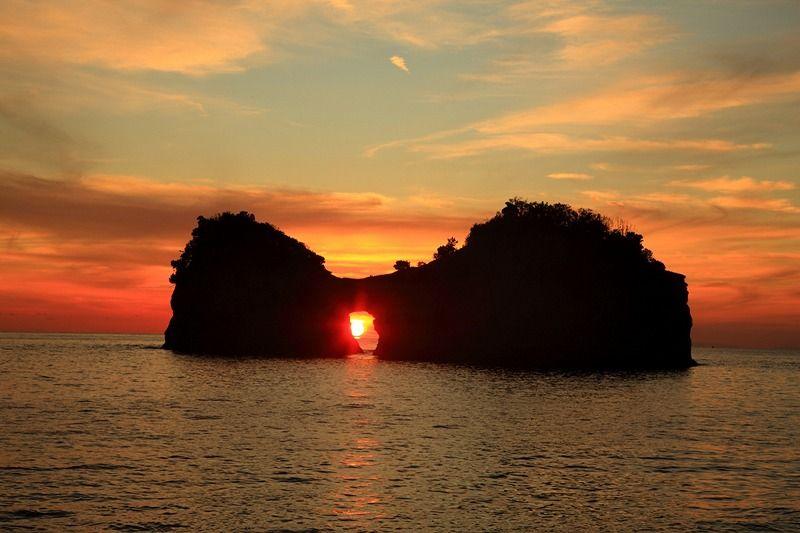 南紀白浜の夕焼けスポット3選「円月島・千畳敷・三段壁」