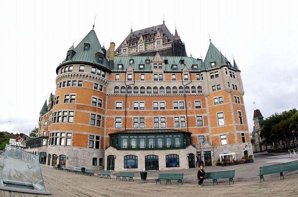 ケベック旧市街の中心にそびえるシャトーフロンテナック