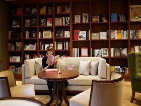「芝パークホテル」銀座 蔦屋書店監修ライブラリーでどっぷり本の世界へ