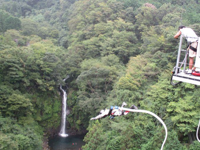 いざ!大棚の滝に向かってバンジー!