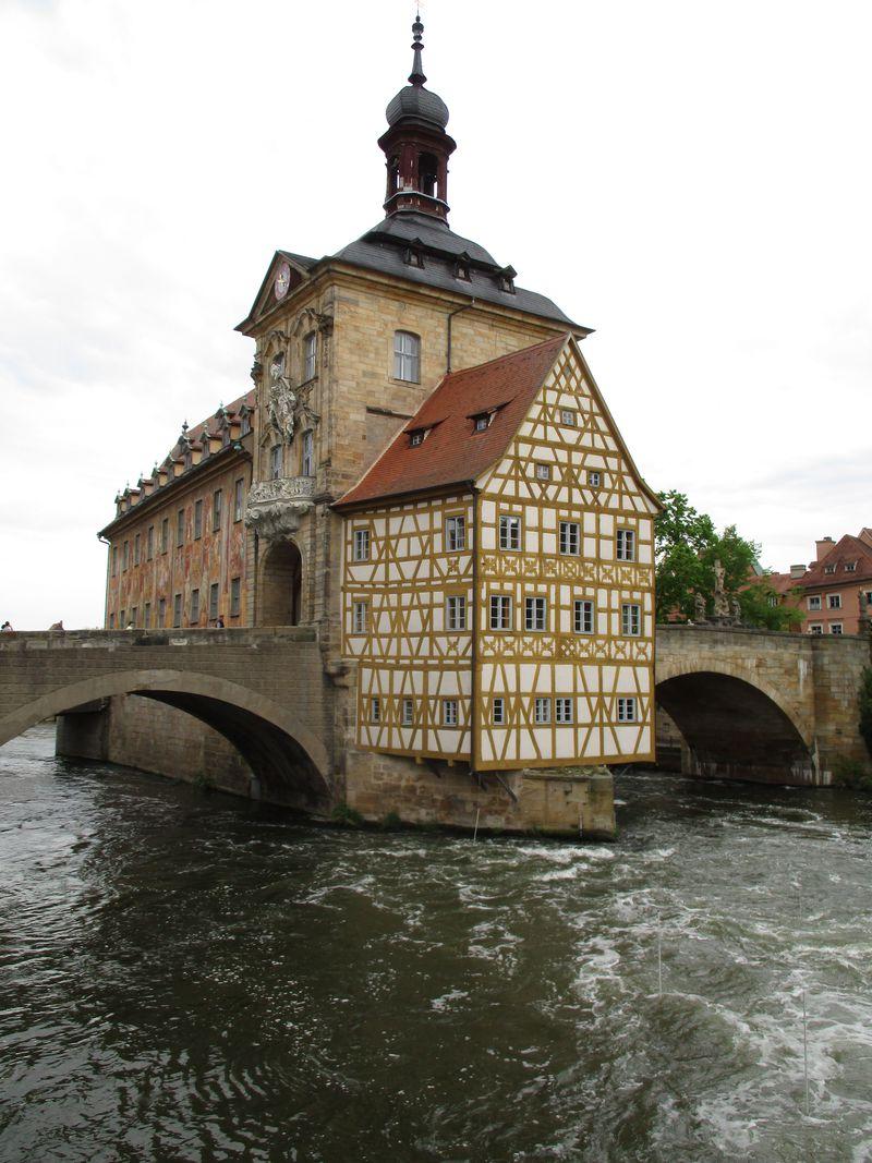 宙に浮いた黄色い小部屋!ドイツ世界遺産の街「バンベルク」