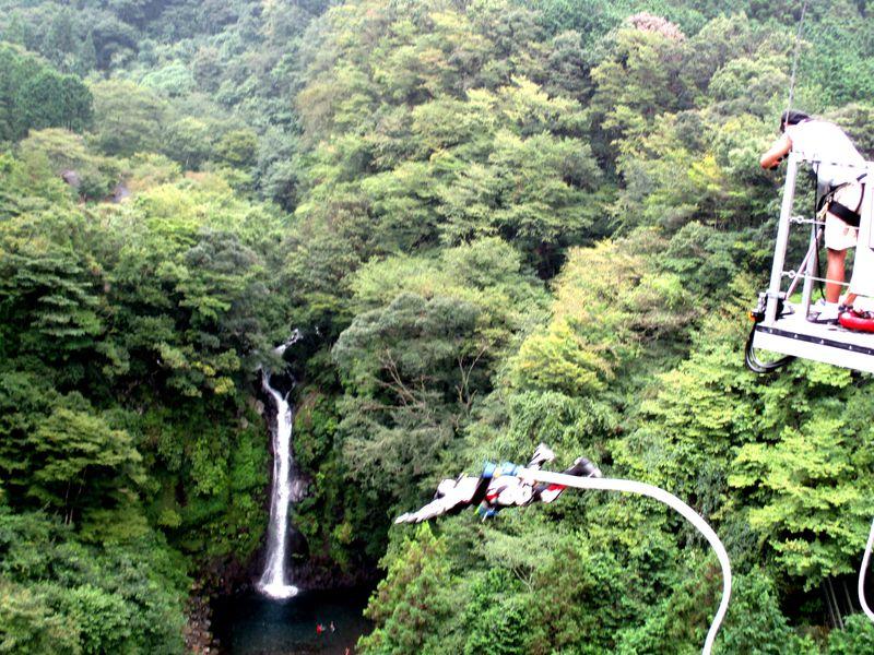 究極の度胸試し!須津川渓谷・大棚の滝でバンジージャンプ!