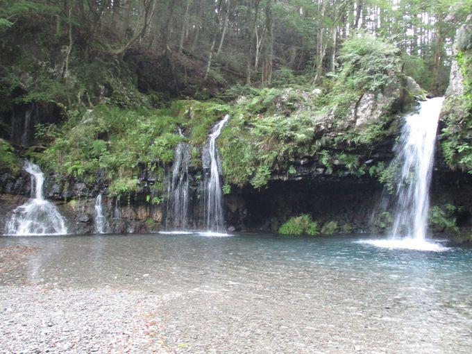 こじんまりした穴場の「陣馬の滝」