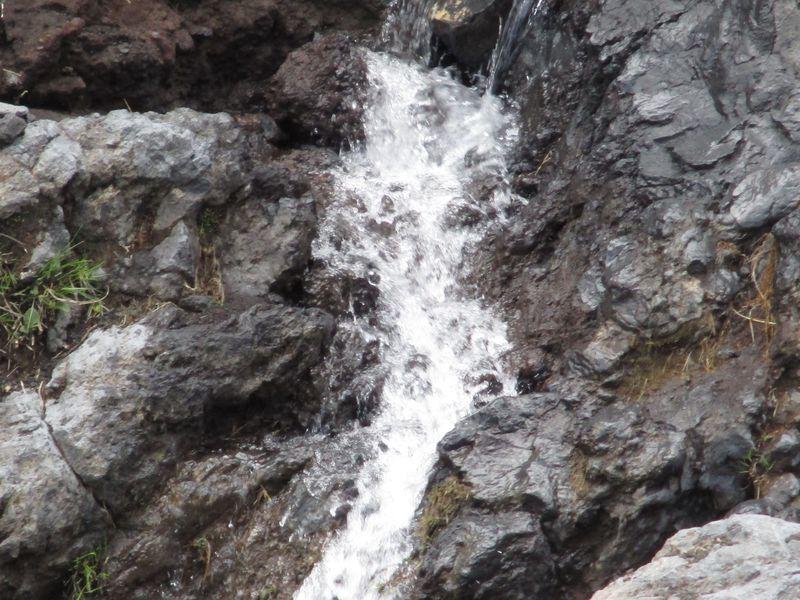 見られたらラッキー!「まぼろしの滝」は富士山の期間限定のお楽しみ