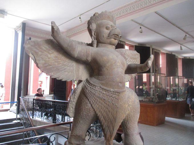 まるで相撲取りのようなガルーダを国立博物館で発見!