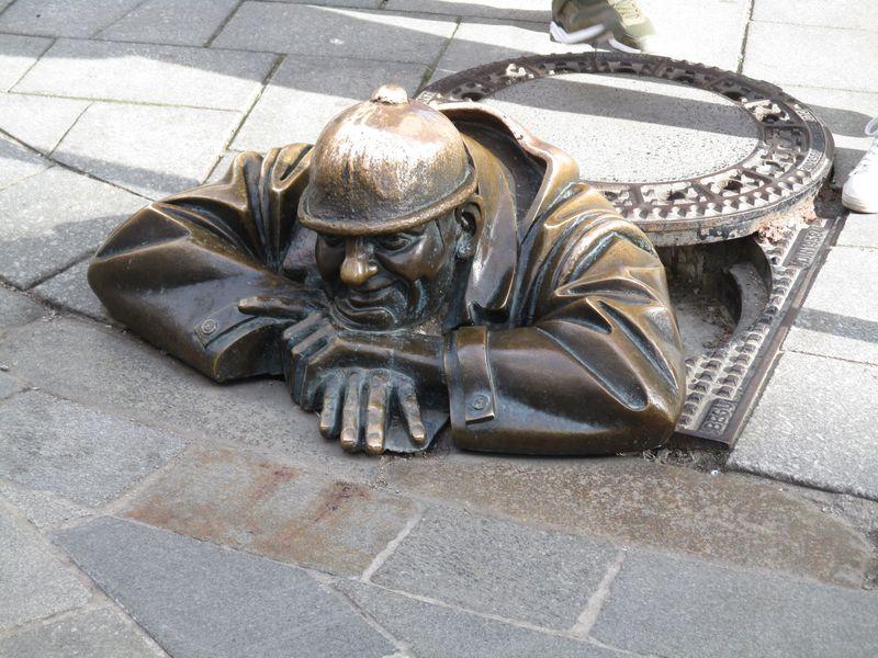 ヘンテコな銅像があちこちに!ブラチスラバの変わりダネスポット