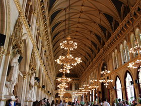 予約不要!ウィーン市庁舎の無料ガイドツアーが大人気