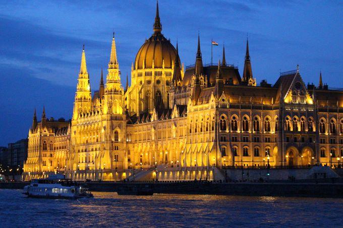 ブダペストの夜景は夜に咲くゴージャスな華!