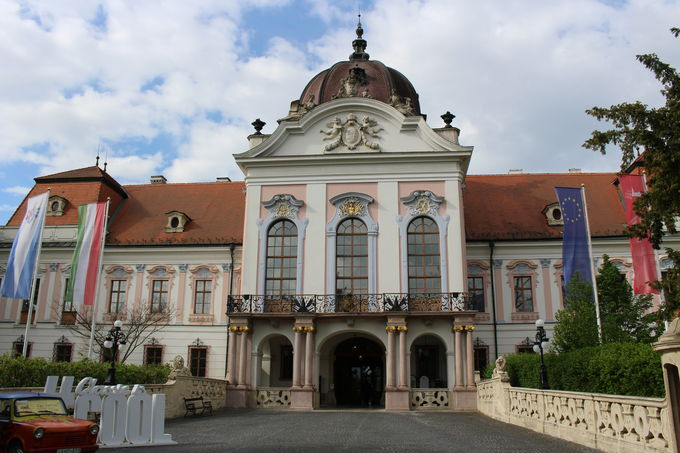 ブダペスト郊外・グドゥルー宮殿はお気に入りの夏離宮!