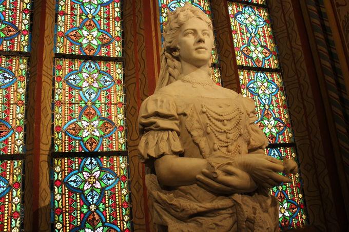 戴冠式を行ったマーチャーシュ教会には胸像が