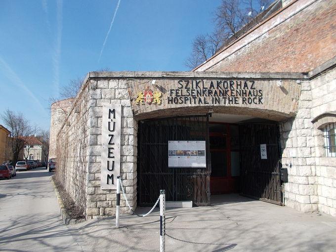 岩病院は洞窟内にある防空壕病院兼核シェルター