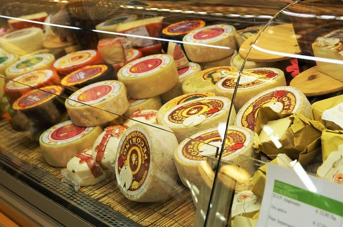 トスカーナの伝統的製法で造られるIL FORTETOのペコリーノチーズ