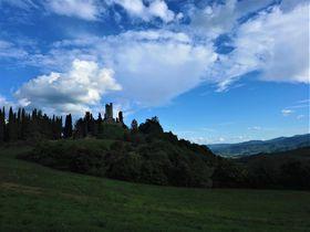 トスカーナの歴史と自然!美しき「ロメーナ城」と「ロメーナ教会」