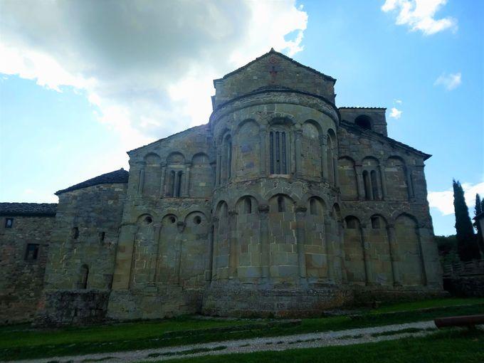 地元の人たちの憩いの場サン・ピエトロ・ア・ロメーナ教会