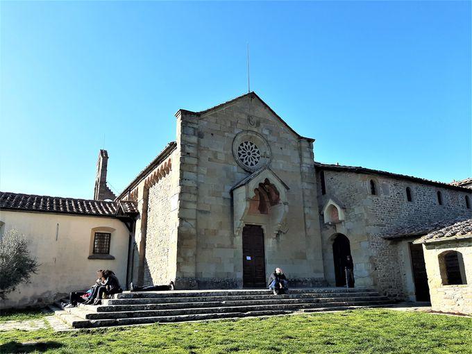 丘の上にたたずむ小さくも美しいサン・フランチェスコ教会