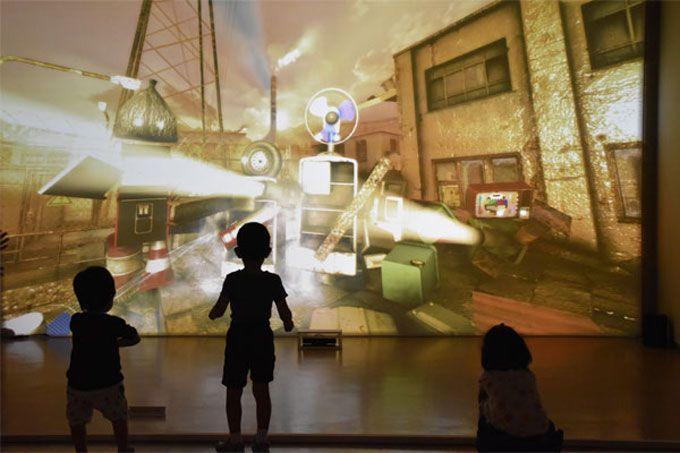 「つくもがみ」は、廃棄物を吸い寄せて、ロボットに変身できる!