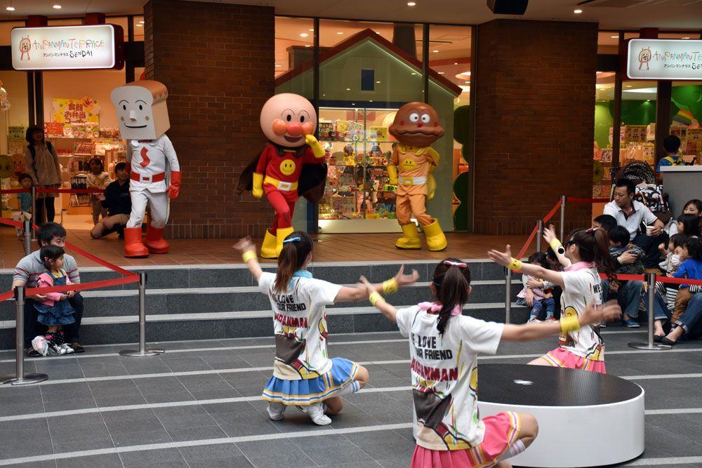 アンパンマンと一緒に踊れる参加型のステージもある!