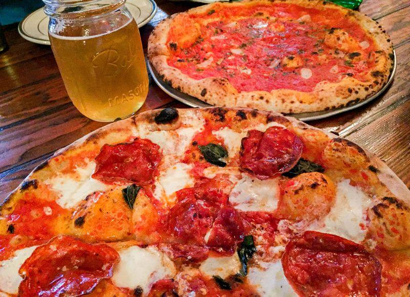 本場NYで絶対外せないニューヨークスタイルピザの名店3選