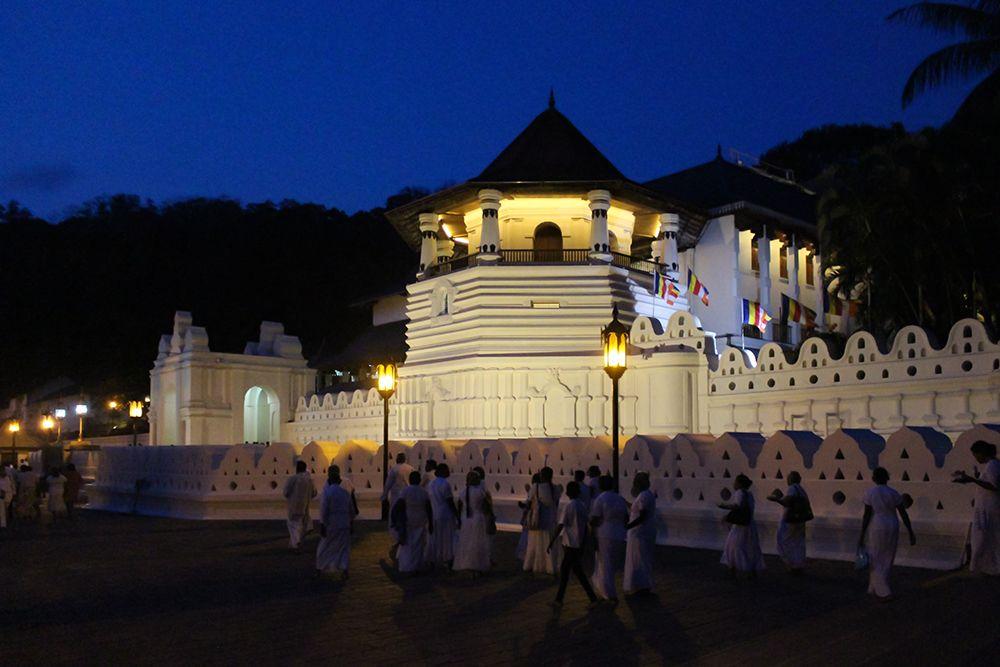 1日目午後:スリランカ料理と仏歯寺のプージャを堪能