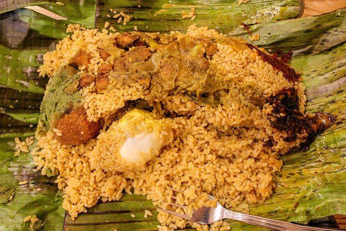 ランチはスリランカ人にも人気のレストランで