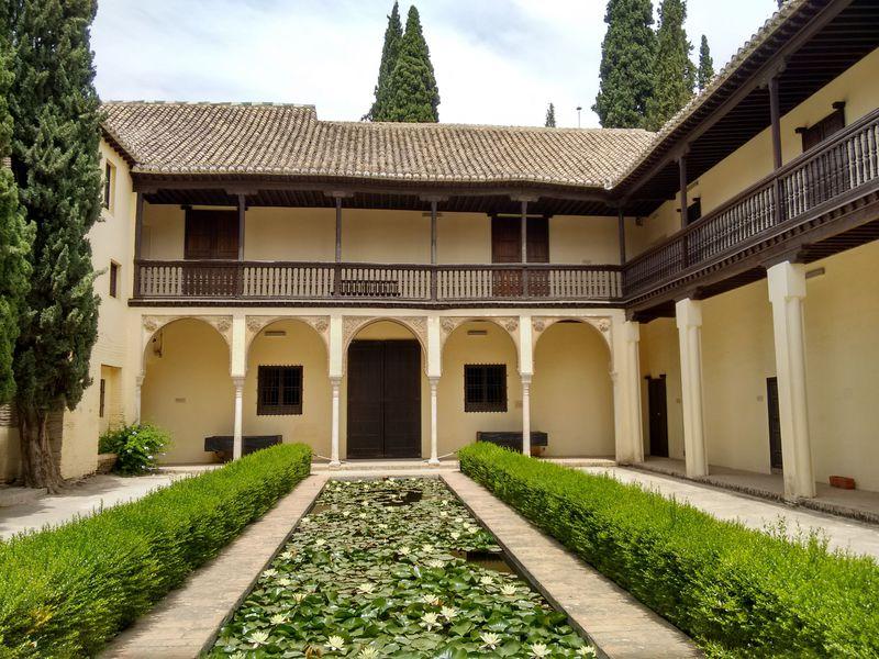 グラナダ・アラブ建築巡り「ドブラ・デ・オロ」で穴場スポットへ