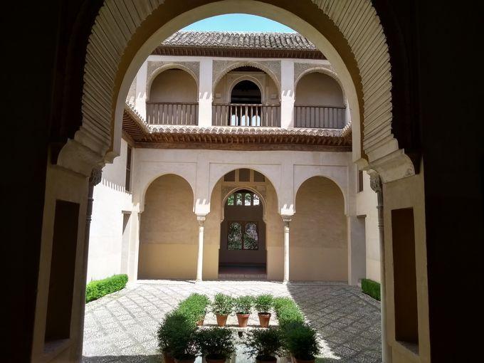 ダール・アル・オッラ宮(Palacio de Dar al-Horra)