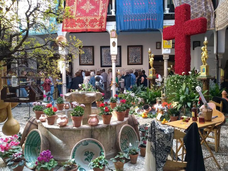 グラナダの春祭!真紅の十字架で溢れかえる十字架祭