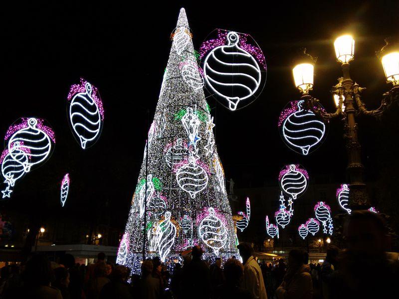 ヨーロッパ一高いツリーも!スペイン・グラナダのクリスマス徹底ガイド