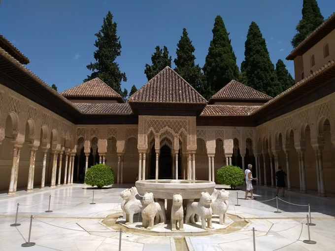 グラナダに来たら外せない「アルハンブラ宮殿」