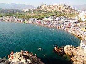 グラナダから日帰りOK!地中海ビーチも楽しめる白い村3選