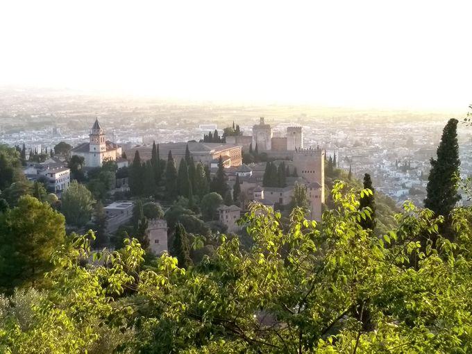 アルハンブラ宮殿と夕日を見るならココ!