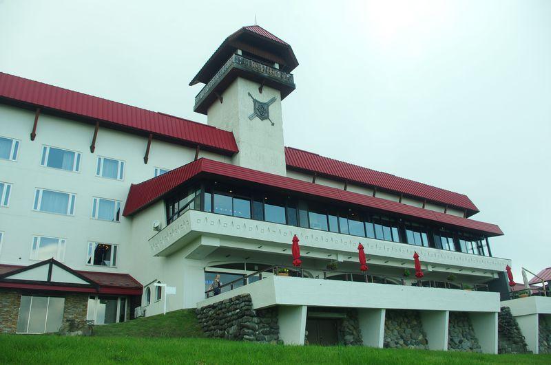 神秘的な雲上のテラスも!新潟県「赤倉観光ホテル」でのんびりステイ