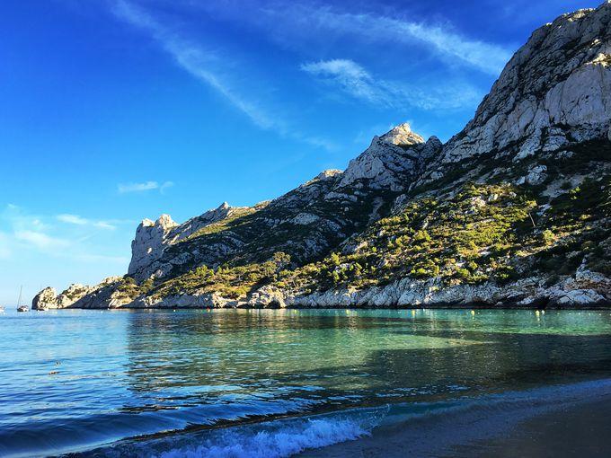 山を超えたその先にはビーチ「ソルミウ ドゥ カランク」