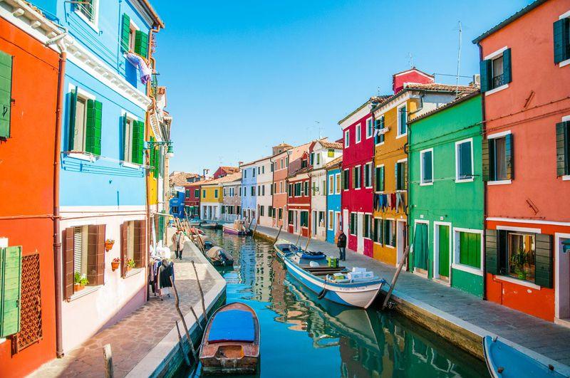 世界ベスト10にも入るカラフルすぎる島!ベネチア「ブラーノ島」