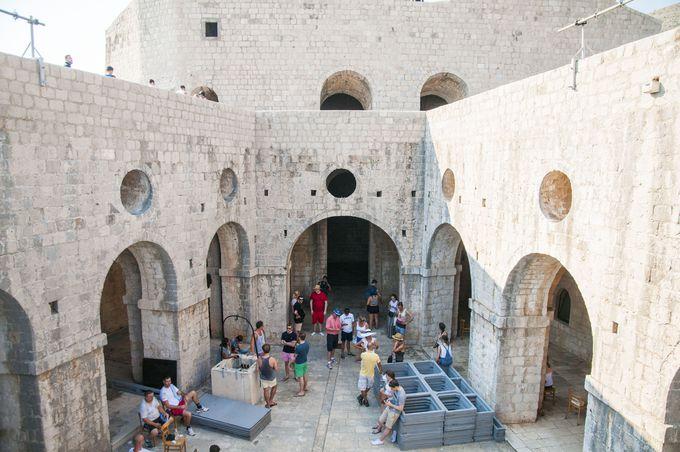 石段を登ってロブリイェナツ要塞へ