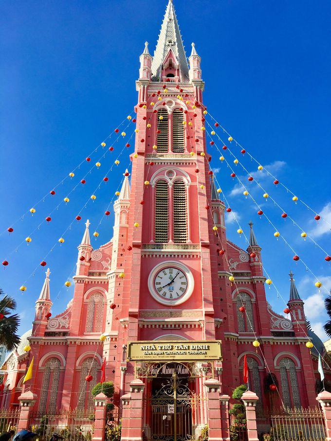 驚く程ピンクの教会 タンディン教会