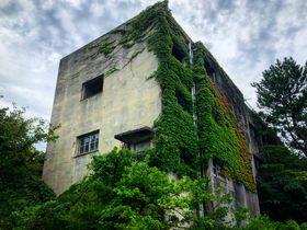 探索できる炭鉱!長崎「池島」圧巻の8階建てアパートも
