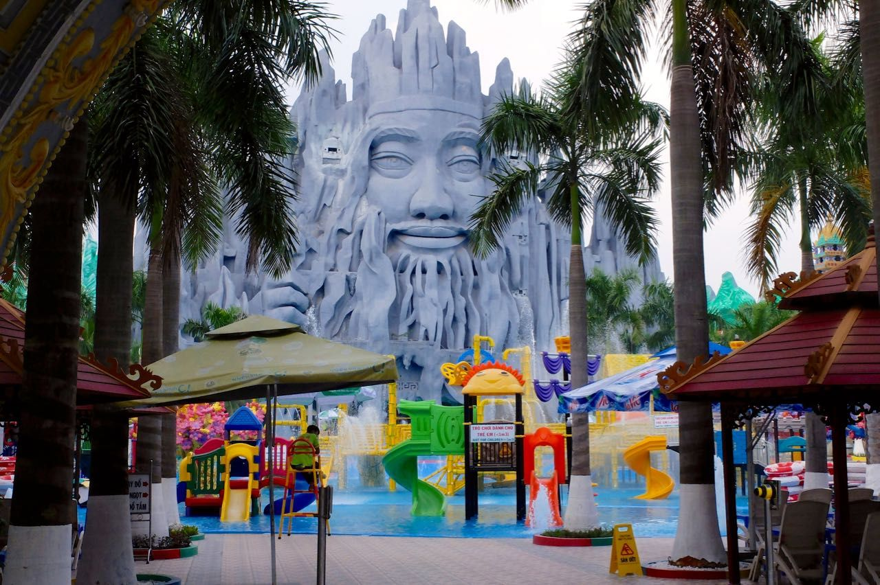 世界のテーマパーク12選に選定!ベトナム衝撃的な遊園地「スイティエンパーク」