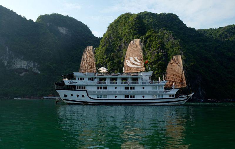 「バーヤ・クラシック」で行くハロン湾クルーズ1泊2日絶景の旅