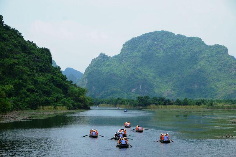 ベトナム世界遺産「チャンアン」奇岩郡をボートクルーズ
