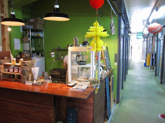 市場内でほっと一息つける小さなカフェ「まちぐわーみちくさ」