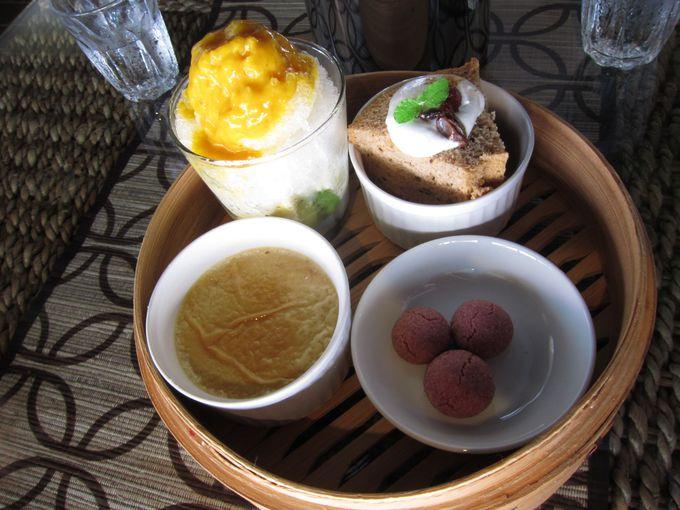 沖縄の海を眺めながらお茶やデザートを楽しめる「カフェ チャハヤブラン」