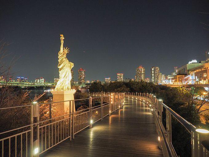 自由の女神像とスカイウォーク