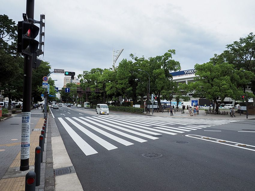 関内にも坂道があった?横浜スタジアムを眺めながら巡る衣紋坂
