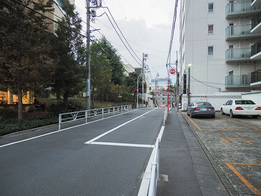 古道の坂道と公園