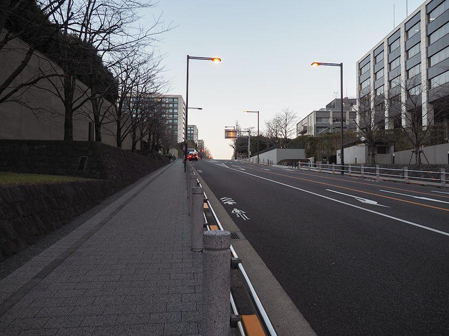 官邸前の坂道