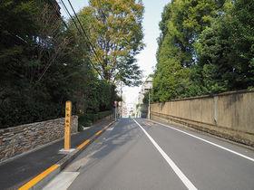 ブラタモリにも登場!東京・白金の三光坂と界隈路地裏坂道めぐり