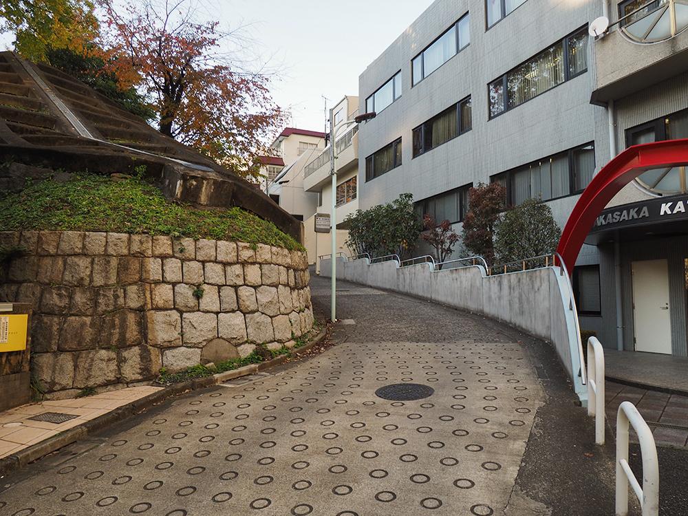 ドラマ「忠臣蔵」名シーンの舞台!東京・赤坂の南部坂と界隈坂道めぐり