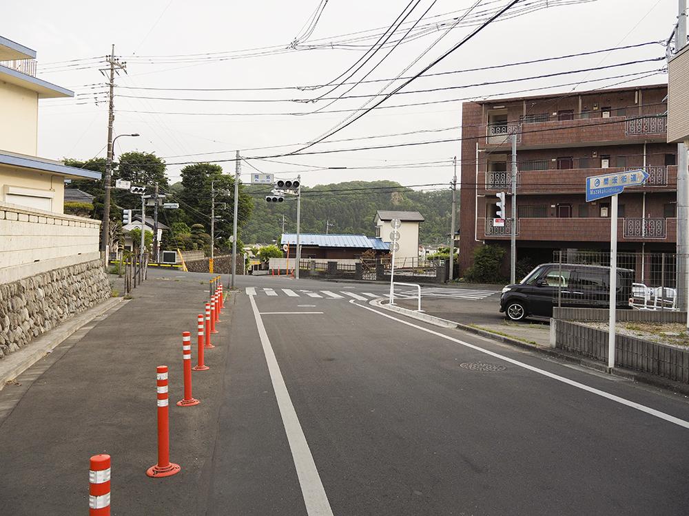間の坂と間坂街道、途中で名前の変わる道