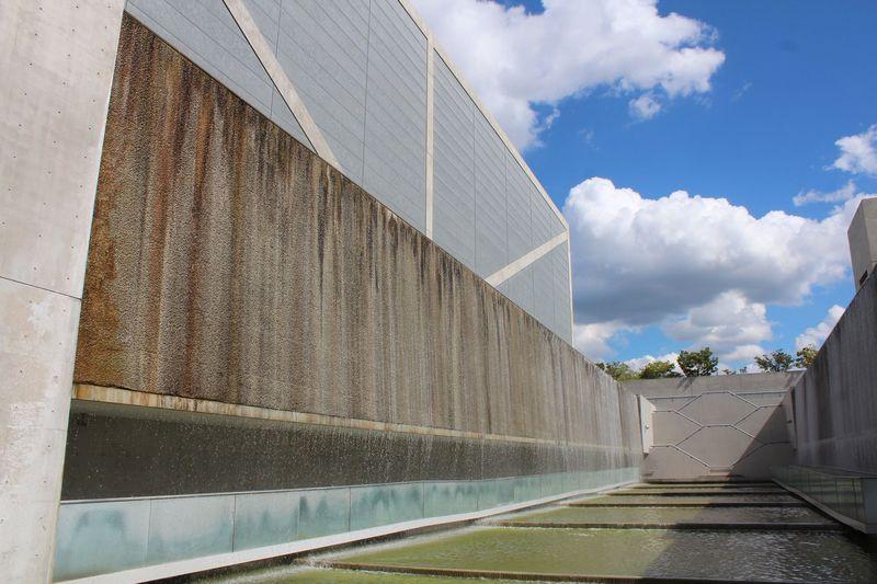 建築家・安藤忠雄が手がける「大阪府立狭山池博物館」は水とコンクリートの幻想空間!